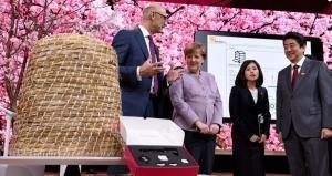 Deutsche Telekom demonstrates how NB-IoT can combat bee mortality at CeBIT 2017