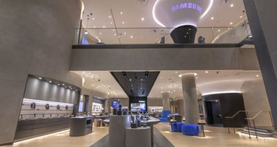 Samsung takes the fight to Apple by opening new US stores